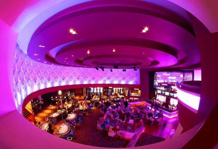 Опера хаус онлайн казино играть карту шестерку